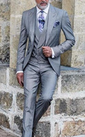 best grey suits 2021 - Popular Design Groom Tuxedos One Button Light Grey Peak Lapel Groomsmen Best Man Suit Wedding Mens Suits (Jacket+Pants+Vest+Tie) J508