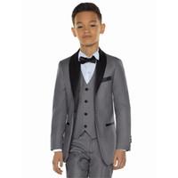 chaleco de fotos para niños al por mayor-Custom Grey Boys se adapta a los trajes infantiles 2018 Wedding Prom Set 3 piezas (chaqueta + pantalones + chaleco) Ropa formal para niños
