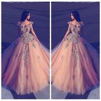 túnica larga y colorida al por mayor-2019 hermosas flores adornadas una línea de vestidos de baile coloridos personalizados fuera del hombro vestidos largos de fiesta vestido de noche de tul Robe De Soiree