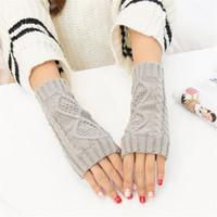 weiße wollhandschuhe großhandel-YJSFG HAUS Mode Frauen Wolle Strickhandschuhe Rhombic Design Winter Warme Handschuhe Half Finger Fäustlinge Schnee Handgelenk Mädchen White Glover
