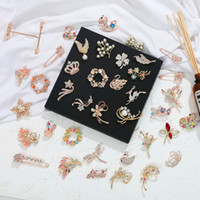 estilos de boda ramo broche al por mayor-Broches de boda o fiesta Mix 61 Style Silver Pearl Crystal Rhinestone Flower Bouquet Butterfly Broche Vintage Pins Mejor regalo