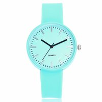 modelos de relógio feminino venda por atacado-Venda quente Moda Feminina Design Simples Relógios De Pulso de Luxo Das Mulheres Geléia de Silicone Relógios De Quartzo Relógio