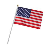 ingrosso bandiere di bastone americano-Bandiere di bastone tenuto in mano sul bastone di legno Poliestere Usa Bandiera americana Stelle Stripes Festival Rifornimenti del partito 0 28tk gg