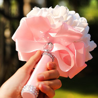 güzel romantik çiçekler toptan satış-Güzel Beyaz Pembe Perals Düğün Buketleri ile Şerit Romantik Çiçek Gül El Yapımı Yapay Gelin Buketi Düğün Aksesuarları CPA1580