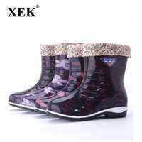 botas de seguridad clásicas al por mayor-XEK Botas de lluvia de PVC para mujer Moda Clásico Cálido Botas de lluvia de lluvia Zapatos de agua de temporada antideslizante Wyq249