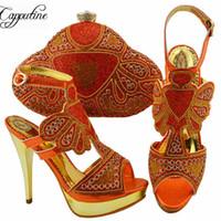 c0cd98d99 Venda quente Cor De Laranja Mulher Sapatos E Saco Set Design Africano  Strass Sapatos de Salto Alto E Saco Set Para O Vestido de Festa ZC004