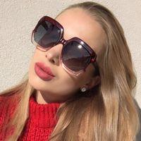 lunettes de soleil de célébrité achat en gros de-Lunettes de soleil en plastique à monture carrée oversize pour femmes Trends Celebrities dégradé de lunettes de soleil roses et femelles lunettes polarisées