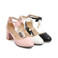 sandales à talons épaisses noires achat en gros de-Femmes sandales été noir blanc bouts fermés sangle cheville chunky bloc talon mariées sandales de mariage chaussures