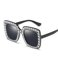 83ee712b3aef7 Moda Europeia Mulheres Big Quadro Óculos De Sol Imitação Diamante Óculos de  Sol Óculos Anti-UV Óculos Adumbral para Viagem Óculos de Compras
