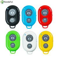 temporizador controlado por bluetooth al por mayor-Botón de control remoto del disparador de Bluetooth Autodisparador inalámbrico de Bluetooth para el teléfono con cámara Monopod Selfie Stick Controller