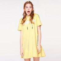sarı kısa kollu gündelik elbise toptan satış-2018 Yeni Varış Kadın Elbiseler Yaz Moda Kısa Kollu Mektup Kapşonlu Elbise 2 Renkler Siyah Veya Sarı Rahat Giyim Sıcak Satış