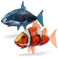 ingrosso rc palloncini-24 pz / lotto all'ingrosso IR RC Air Swimmer Shark Pesce pagliaccio Volare Assemblaggio di Pesce Pesce Pagliaccio Telecomando Palloncino Giocattoli Gonfiabili per I Bambini