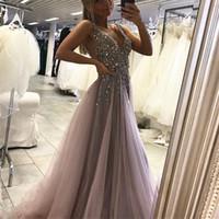 vestido tops al por mayor-Una línea de vestido de fiesta con cuello en V vestido de tul prom trasera abierta sexy vestidos largos formales superior largo de tul partida vestido de noche atractivo gris