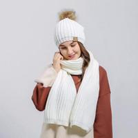 gorro blanco negro pom al por mayor-Conjunto de bufandas y gorros de invierno para mujer Naivero de punto de punto de ganchillo Beanie Pom Hat Bufanda conjunto de niñas para jóvenes Regalo de Navidad Blanco Rojo Negro