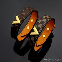 brazaletes de oro para mujeres al por mayor-Marca clásica Amor de las mujeres en forma de V brazaletes de cortical Pulsera de cuero 18k Oro Pulsera de cuero de las mujeres