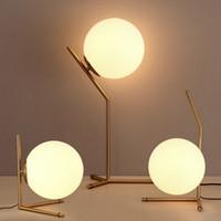 стеклянные настольные лампы для спальни оптовых-Nordic стеклянный шар светодиодные настольные лампы Золотой светильник спальни Освещение стол свет чтения
