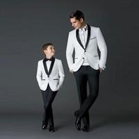 erkek takım elbise smokinleri toptan satış-Yakışıklı Beyaz Düğün Smokin Slim Fit Erkekler Ceket Ve Pantolon Groomsmen Suit Suits İki Adet Ucuz Balo Resmi Suits
