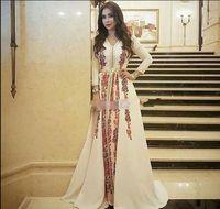 stickerei v halskleid großhandel-Neue Abendkleider Marokkanischer Kaftan Kaftan Erstaunliche Stickerei V-Ausschnitt Anlass Prom Formale Kleid Dubai Abaya Arabisch Langarm Prom Kleider