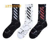 harajuku tarzı çoraplar toptan satış-Harajuku Tarzı Skew Stripes Saf Pamuk Çorap Erkekler Ve Kadınlar Ter-emici Nefes Moda Çorap 3 çift / grup