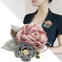 berühmte kunststoff großhandel-Großhandel Schöne Tuch Kunst Stoff Frauen Blume Brosche Koreanische Berühmte Damen Handmade Stick Pins Kragen Shirt Mantel Broschen