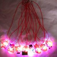 colar iluminada xmas venda por atacado-Novo LED de Natal Luz Up Piscando Colar Crianças Crianças Brilham acima Dos Desenhos Animados Papai Noel Pingente de Festa Xmas Vestido Decorações XXP77