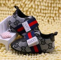 bebé suave suela de zapatos deportivos al por mayor-Zapatos de suela blanda para niños Nuevos zapatos para bebés de primera moda Zapatos para caminantes Prewalker Zapatos deportivos para bebés