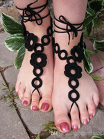 flores de ganchillo negro al por mayor-Sandalias descalzas de ganchillo, sandalias descalzas de ganchillo hechas a mano de GARDEN FLOR en colores negros con flores de ganchillo.