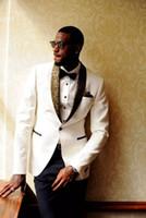ingrosso immagini mens abiti da sposa-Abiti da uomo di alta qualità su misura bianco da uomo due pezzi Slim Fit Groomsmen Tuxedo economici abito da ballo (giacca + pantaloni) cappotto Pant Design immagini