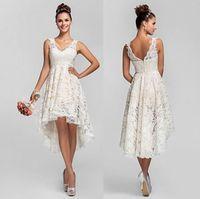 v ligne robe de dentelle courte achat en gros de-Robes de mariée courtes en dentelle avec col en V sans dossier Une ligne Haute Faible Hot Fabriquées sur mesure