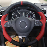vw gol al por mayor-Cubierta del volante del coche de cuero genuino rojo negro para Volkswagen VW Gol Tiguan Passat B7 Passat CC Touran Magotan