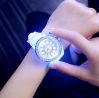 ingrosso ha portato i disegni degli orologi-Le donne dell'orologio del silicone delle donne della vigilanza luminosa di design unico delle donne impermeabili dell'orologio all'aperto delle donne impermeabili 100m