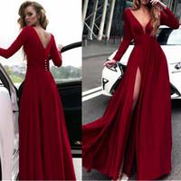 sexy glamouröse rote prom kleider groihandel-Sparkly Deep V-Ausschnitt Ausschnitt Lange Ärmel A-Linie Ballkleider Mit Glamourösem Slit Red Prom Party Kleider Abendkleider nach Maß