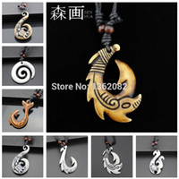 рыболовный крючок кулон очарование оптовых-SENHUA Hawaiian Style Men Women's Imitation Bone Carving NZ Maori Fish Hook Charm NecklaceFishhook Pendant Gift MN258