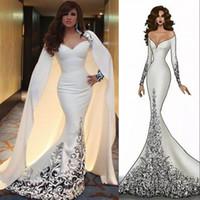 robes de soirée cape à manches longues achat en gros de-Glamorous Dubai Arabe Robe De Célébrité Cape Détachable Sur L'épaule À Manches Longues Perlées Applique Robe De Soirée Sirène De Mode Robes De Bal