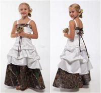 vestidos de raso blanco junior al por mayor-Vestidos de camuflaje blanco para niñas de flores para bodas Correas spagehtti Satén Junior Vestidos de dama de honor para bodas de campo Vestidos de niña flor largos