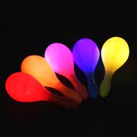 hula venda por atacado-LED Piscando Maracas Light Up Neon Praia Hula Partido Maracas Adulto Bar KTV Cheer Adereços Brilho Fontes Do Partido QW7246