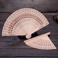chinesisches holz handwerk großhandel-2018 chinesische Sandelholz Hand halten faltende Fans Sunflower Print Openwork persönlichen Fan Home Dekoration Handwerk Geschenke für Frauen