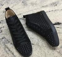 teil beiläufiges kleid großhandel-2019 New Black Nieten Schuhe Männer Frauen Freizeitschuhe Red Bottom Fashion Sneakers Wildleder Spikes Flat High Top Teilzeit Kleid Leis 35-47