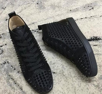 parte de vestido casual al por mayor-2019 Nuevo Negro remaches zapatos hombres mujeres zapatos casuales Red Bottom Fashion Sneakers Suede Spikes Flat High Top Part Time Dress Leis 35-47