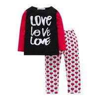 ingrosso puntino rosso del vestito del bambino-Autunno Inverno Neonati maschi Pigiami in famiglia Pantaloni semplici 2 pezzi T-shirt con stampa alfabeto + abiti con punti rossi stampati