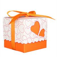 ingrosso sacchetti di caramella di partito arancione-30pcs amore cuore piccolo taglio laser regalo scatole di caramelle festa di nozze favore sacchetti di caramelle con decorazioni nastro, arancione