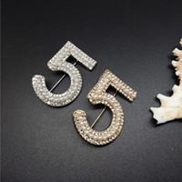 altın çiçek pimleri toptan satış-AltınGümüş Yeni Marka Broş Mektubu 5 Tam Kristal Rhinestone cc Kadınlar Için Broş Pins Parti Çiçek Numarası Broşlar takı