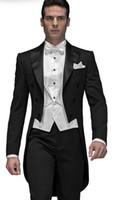 trajes de etiqueta negro esmoquin al por mayor-Estilo de moda Negro Tailcoat Hombres Boda Esmoquin Excelente Novio Tuxedos Hombres Cena Prom Vestido ceremonial (chaqueta + pantalones + corbata + chaleco) 793