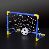 juegos al por mayor-Envío gratis Plegable Mini balón de fútbol de fútbol Goal Post Net Set + Pump Kids Sport Interior Juego de exterior Juguete Niño Regalo de cumpleaños de plástico