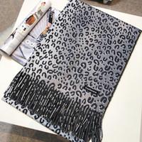 ingrosso sciarpa del cachemire del leopardo-Marca desgin-Winter 2018 nuova sciarpa in misto cachemire con stampa leopardata morbida e calda taglia cape taglia 180: 70 fashion