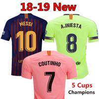 2018 2019 FC Barcelona MESSI Camisola de Futebol MULHERES terceiro afastado  homem rosa Kits para crianças 18 19 Suárez DEMBELE COUTINHO camisa de  futebol ... 65b3074f961f0