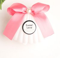 Wholesale Pearl Candy Favors - 20pcs Creative Plastic White Shell Wedding Favors Candy Boxes Chocolate Boxes Bomboniera Party Gift Box With Bowknot Faux Pearl