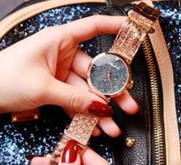 kristal hediye saati toptan satış-2019 Yeni Kadın Rhinestone Saatler Lady Elbise Kadınlar İzle Elmas marka Lüks Bilezik Kol Kuvars Saatler Kristal + Hediye kutusu