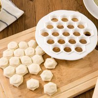 herramienta de bolas de masa hervida al por mayor-Herramientas de Pastelería DIY Cocina Plástico Blanco Dumpling Fabricante de Moldes Prensas de Masa Dumpling 19 Agujeros Dumplings Maker Herramientas de Moldes WX9-384