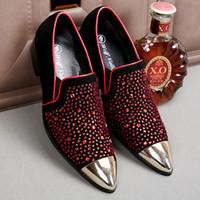 zapatos de borgoña puntiagudos para hombre al por mayor-Moda Borgoña para hombre zapatos de diseñador con cuentas de cuero genuino Rhinestones hombres de la boda del zapato del dedo del pie puntiagudo Mens Casual mocasines